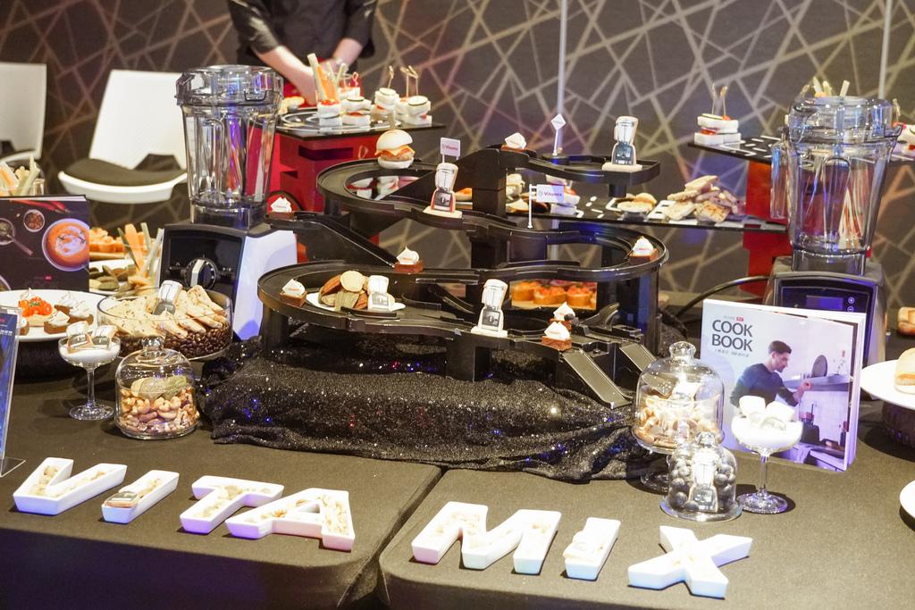 Vitamix 史上第一台超跑級調理機 廚房界的超跑 一鍵按下輕鬆完成食尚美味 Vitamix 領航者調理機 A3500i %26; A2500i 正式發表上市6.jpg