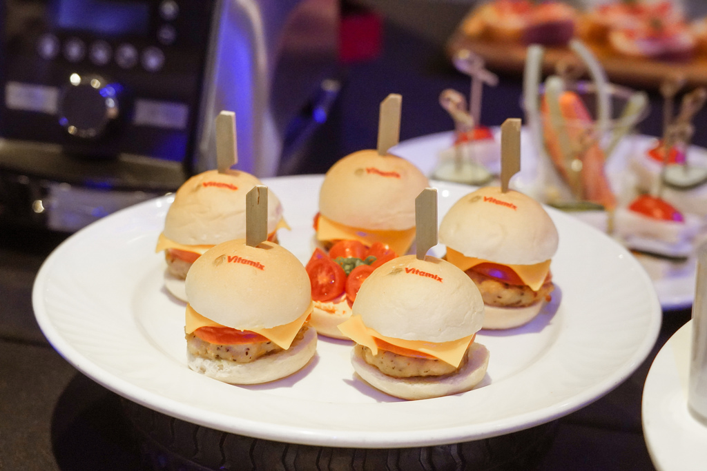 Vitamix 史上第一台超跑級調理機 廚房界的超跑 一鍵按下輕鬆完成食尚美味 Vitamix 領航者調理機 A3500i %26; A2500i 正式發表上市8.jpg