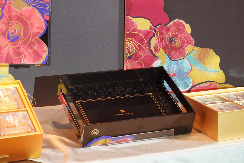 2020中秋月餅 漢來情月風雅禮盒 八款經典口味一次滿足 五星級飯店月餅首選6A.jpg