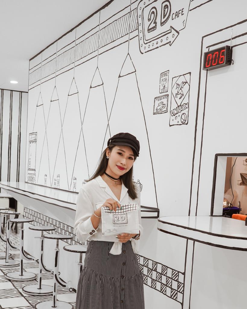 高雄2D Cafe 走進黑白漫畫裡 甜點咖啡美照拍不停 進瑞豐夜市 巨蛋站2號出口13.jpg