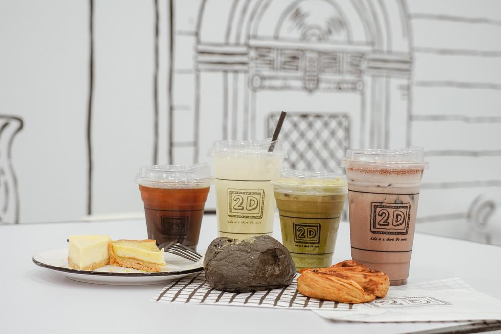高雄2D Cafe 走進黑白漫畫裡 甜點咖啡美照拍不停 進瑞豐夜市 巨蛋站2號出口26.jpg