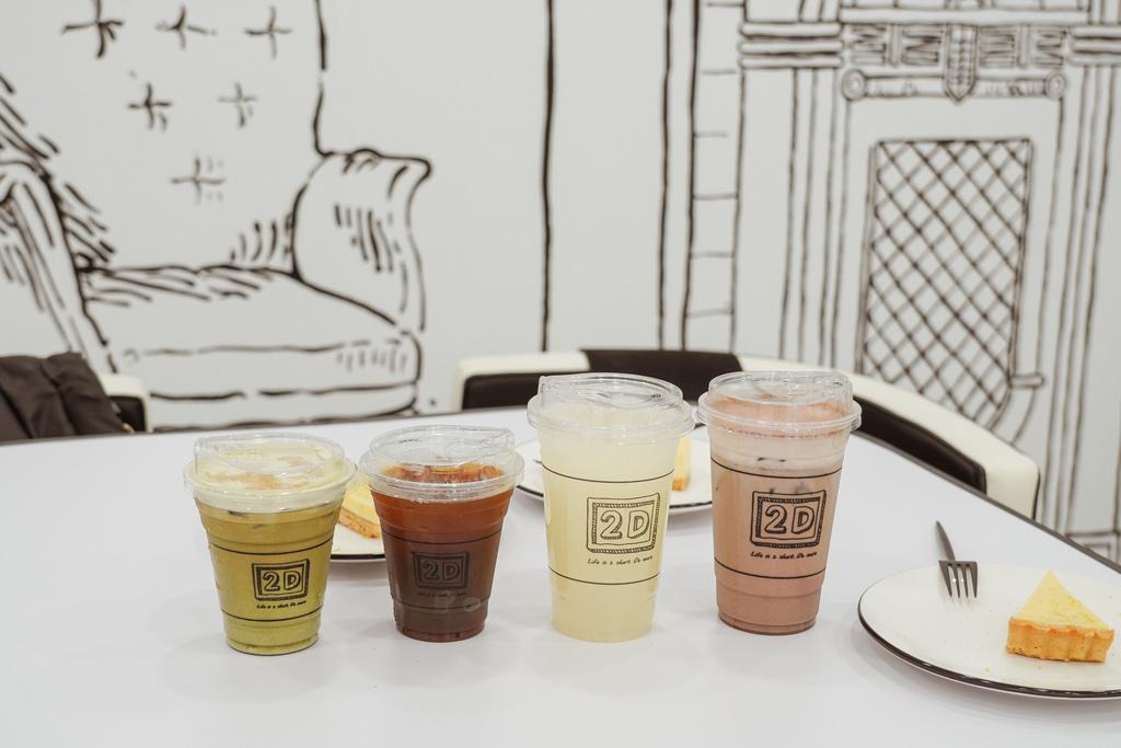 高雄2D Cafe 走進黑白漫畫裡 甜點咖啡美照拍不停 進瑞豐夜市 巨蛋站2號出口27.jpg