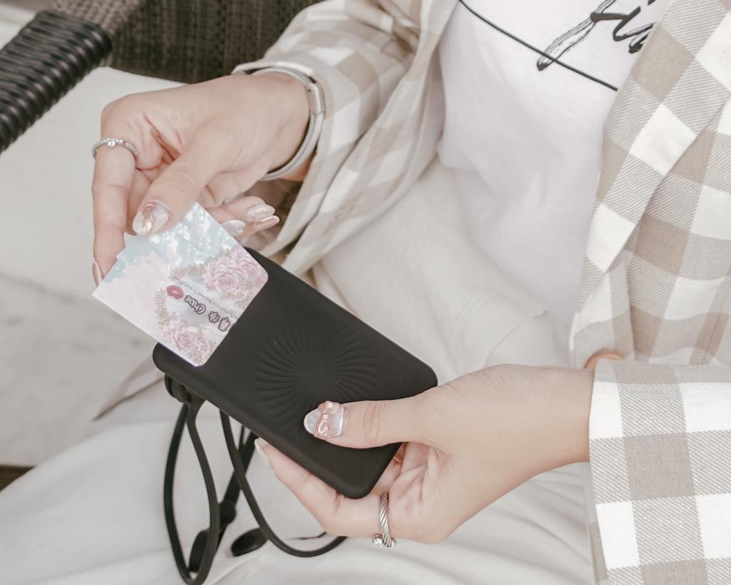 Bone 頸掛開窗識別證套 識別證 卡片 雙卡不干擾 輕鬆帶著走21.JPG