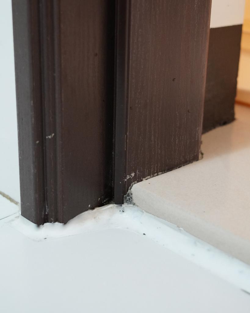 潔淨學 矽利康除霉凝膠 使用不刺鼻 不沾手 一沖乾淨 還我潔白牆角20.JPG
