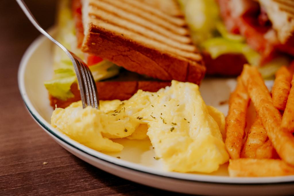 麥味登 屏東東港中山店 享受平價美味的早午餐 今天吃什麼APP24.jpg