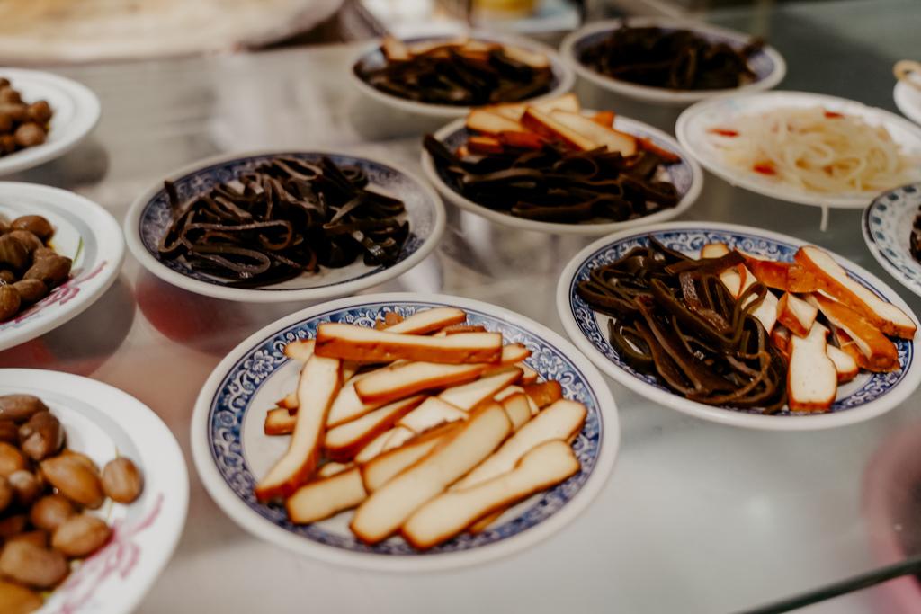 屏東 胡家牛肉麵店 勝利路上傳承近50年的老店 牛肉麵 酸辣湯必點7.jpg