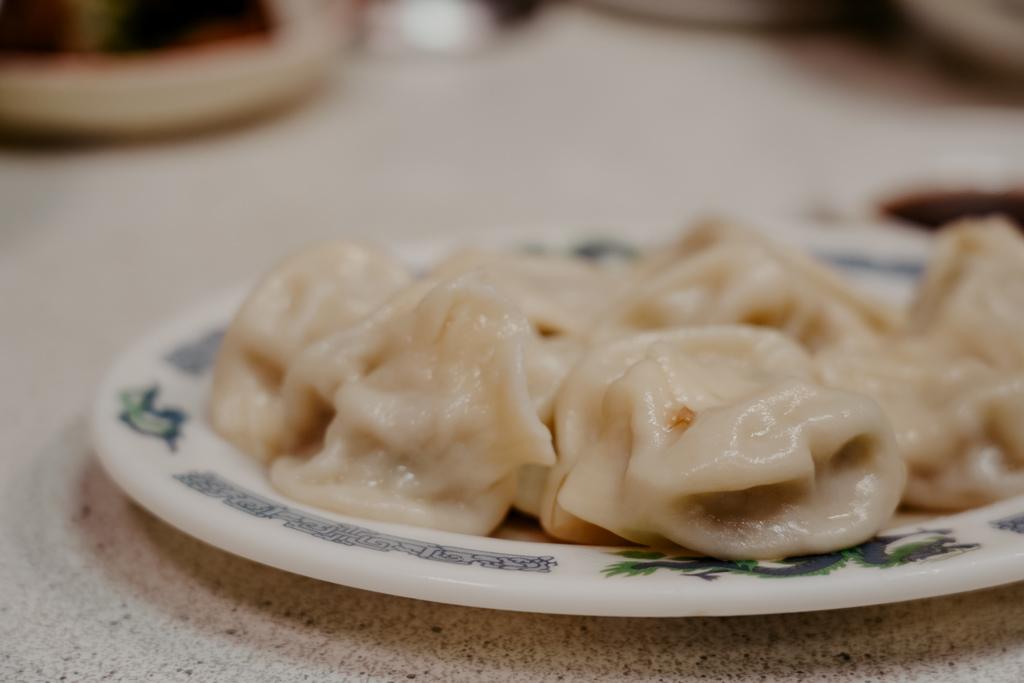 屏東 胡家牛肉麵店 勝利路上傳承近50年的老店 牛肉麵 酸辣湯必點15.jpg