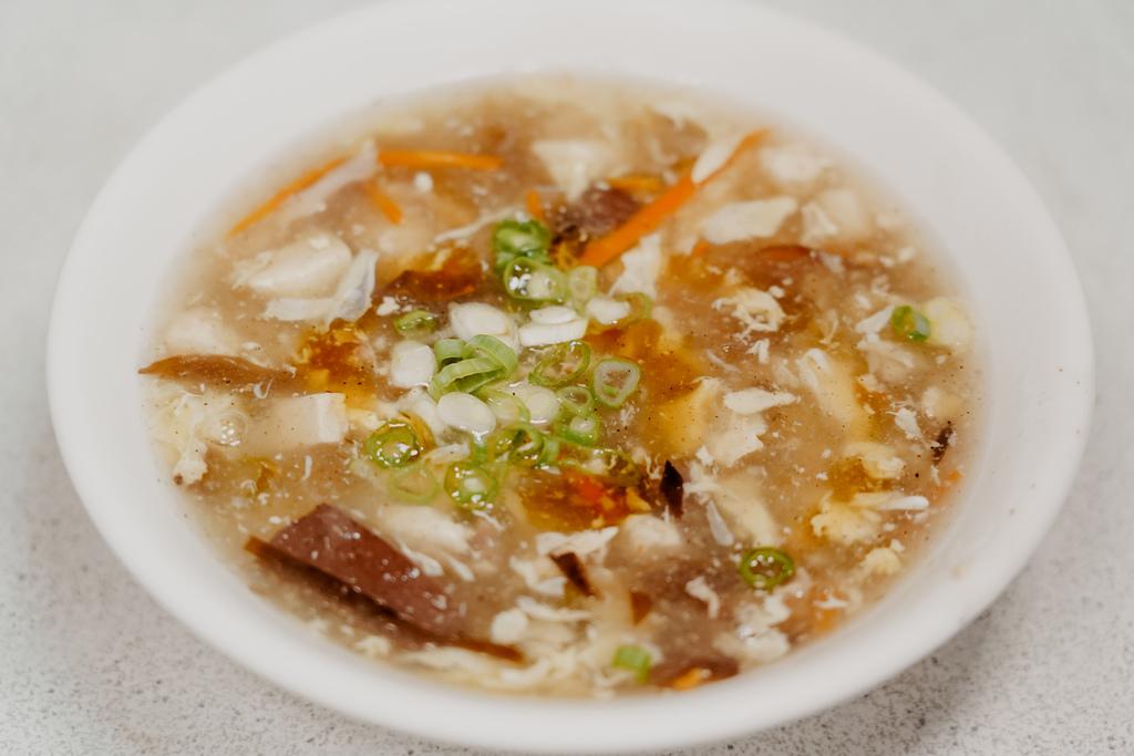 屏東 胡家牛肉麵店 勝利路上傳承近50年的老店 牛肉麵 酸辣湯必點20.jpg