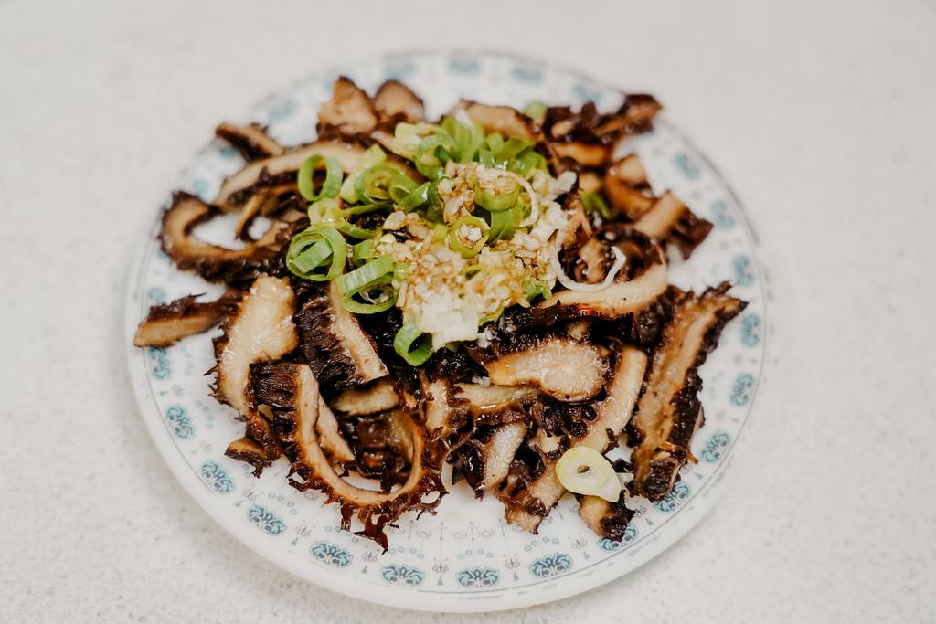 屏東 胡家牛肉麵店 勝利路上傳承近50年的老店 牛肉麵 酸辣湯必點25.jpg