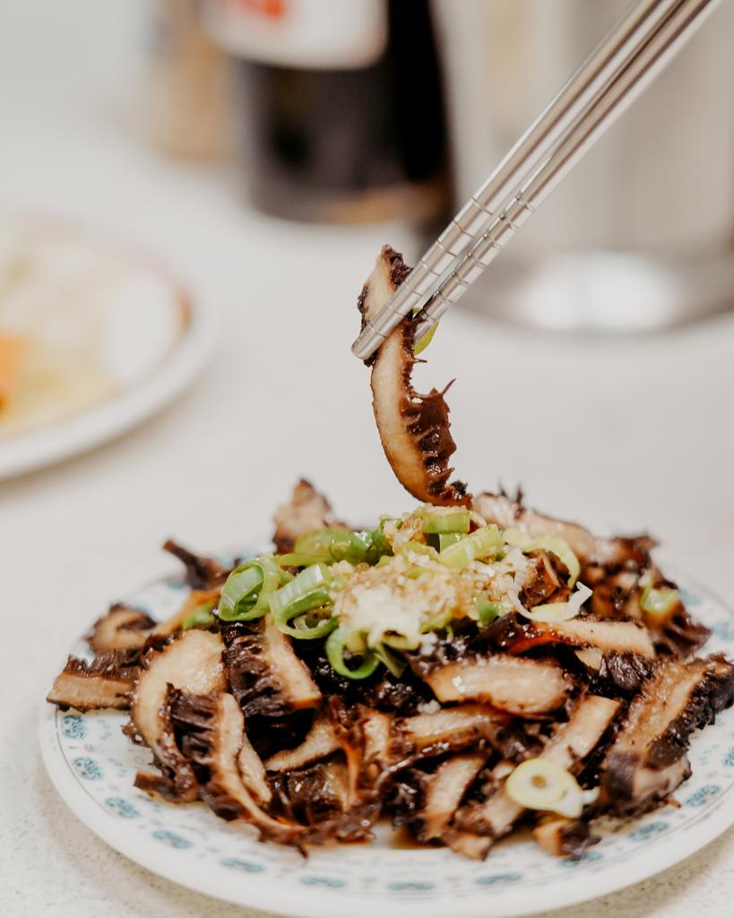 屏東 胡家牛肉麵店 勝利路上傳承近50年的老店 牛肉麵 酸辣湯必點26.jpg