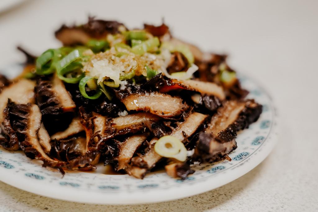 屏東 胡家牛肉麵店 勝利路上傳承近50年的老店 牛肉麵 酸辣湯必點27.jpg