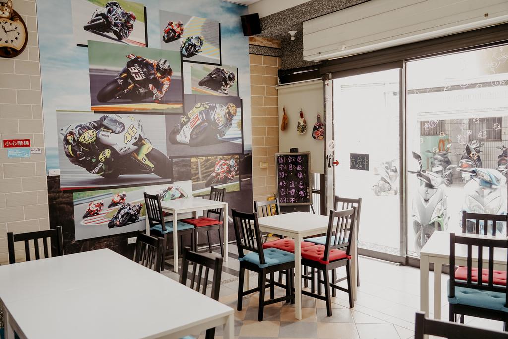 屏東特色咖啡店 槍與咖啡 義大利麵 中式簡餐 咖啡甜點 生存遊戲迷必來~店貓也超可愛5.jpg
