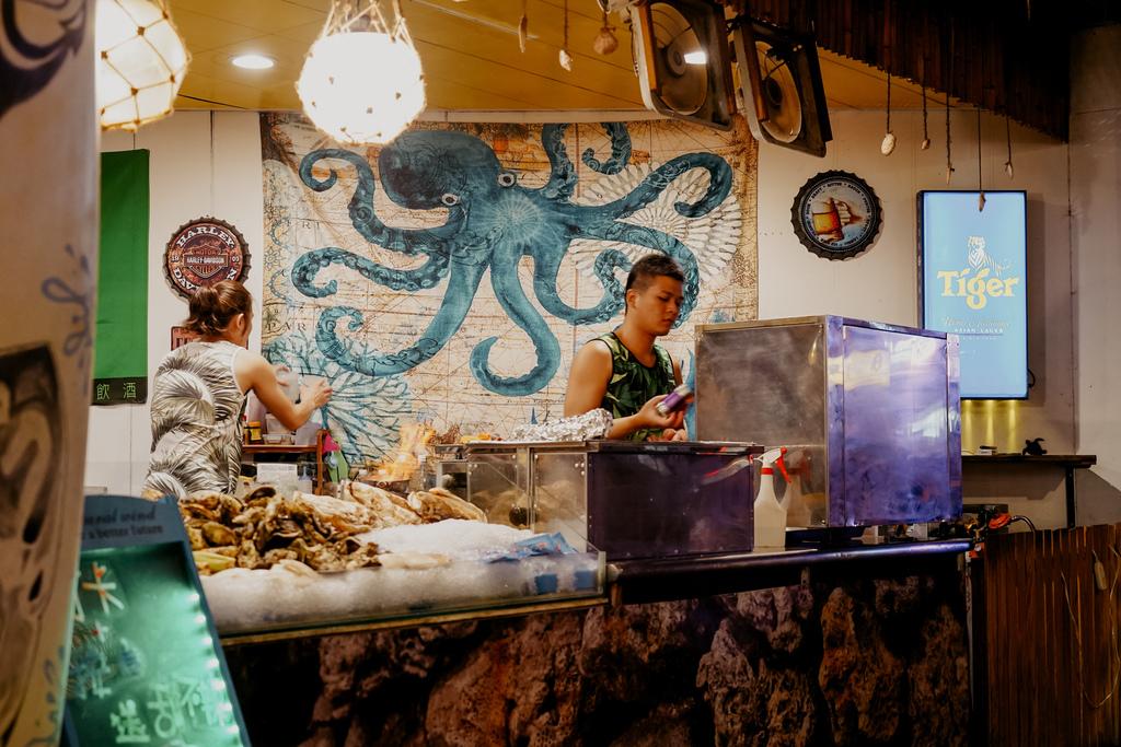 台南東區燒烤 浪兄浪弟 海鮮燒烤Bar 南洋海島環境氛圍 雞翅 骰子牛 美國生蠔必吃18.JPG