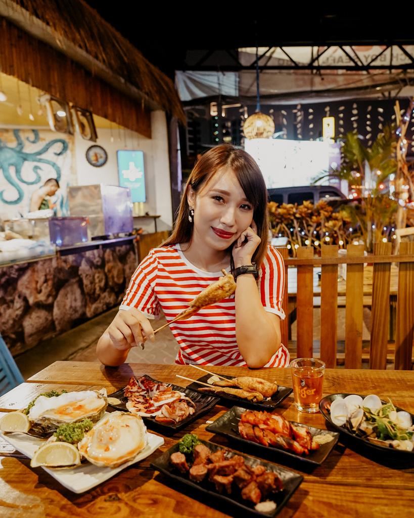 台南東區燒烤 浪兄浪弟 海鮮燒烤Bar 南洋海島環境氛圍 雞翅 骰子牛 美國生蠔必吃36.JPG