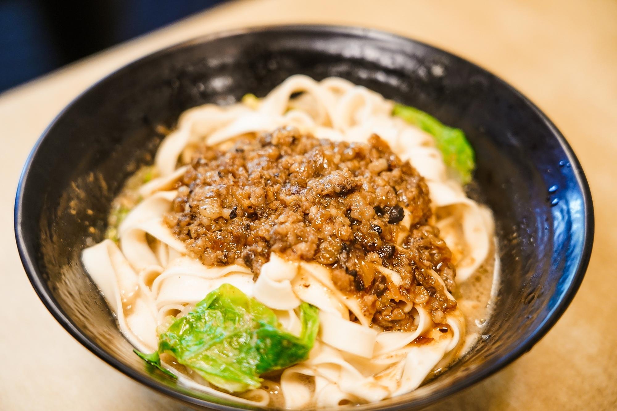 台南中西區美食 東城麵家 結合hiphop與街頭文化的潮流麵店23.jpg