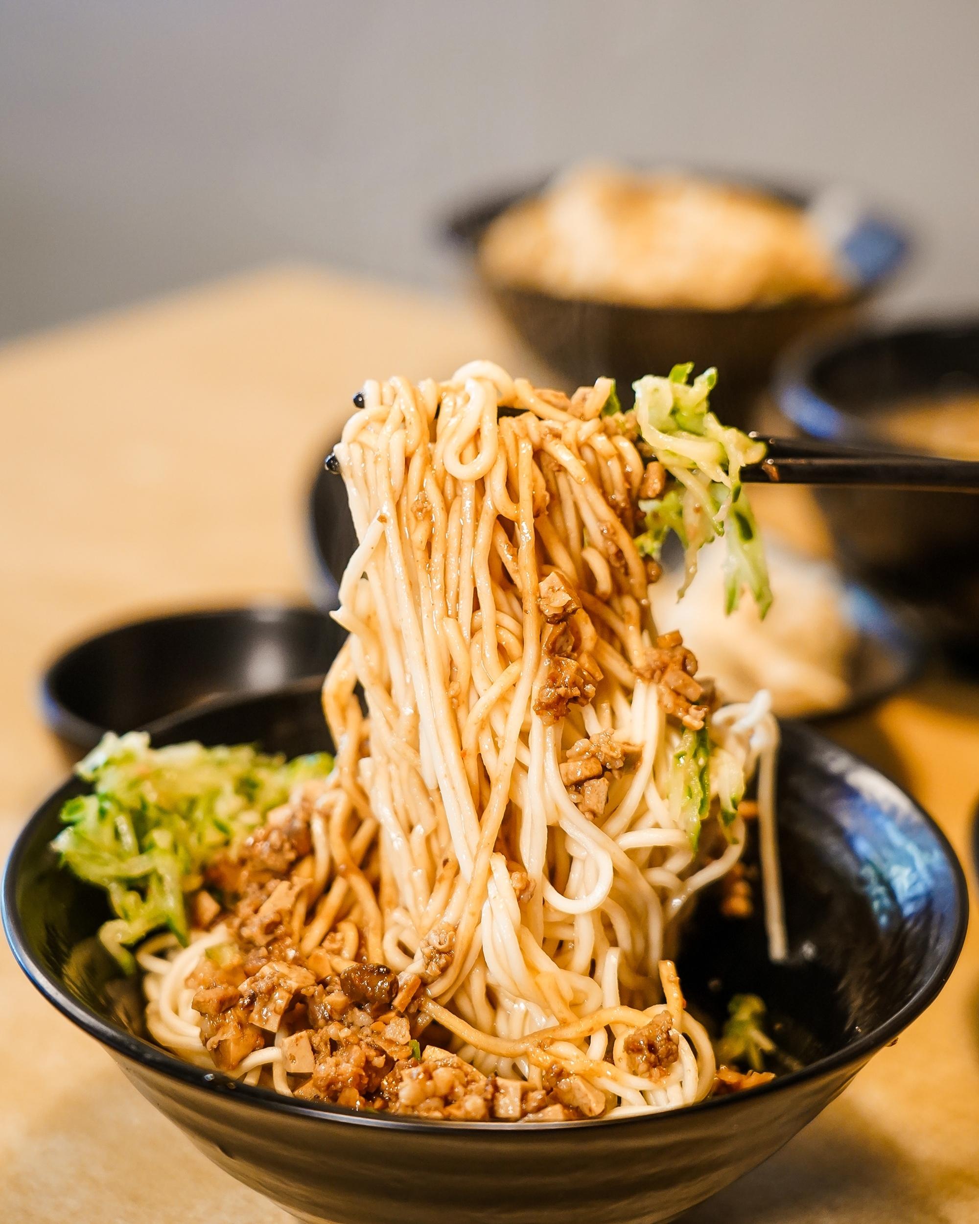 台南中西區美食 東城麵家 結合hiphop與街頭文化的潮流麵店27.jpg