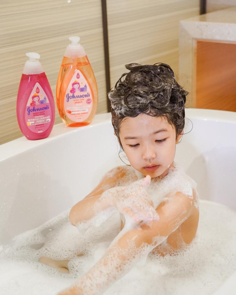 嬌生嬰兒公主沐浴露 新登場 大寶貝的洗澡好朋友 嬌生嬰兒蜜桃水嫩沐浴露10.jpg