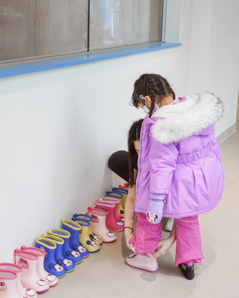 高雄飄雪樂園 不出國也能玩雪 體驗零下三度雪花從天而降 偽出國親子行程18.JPG