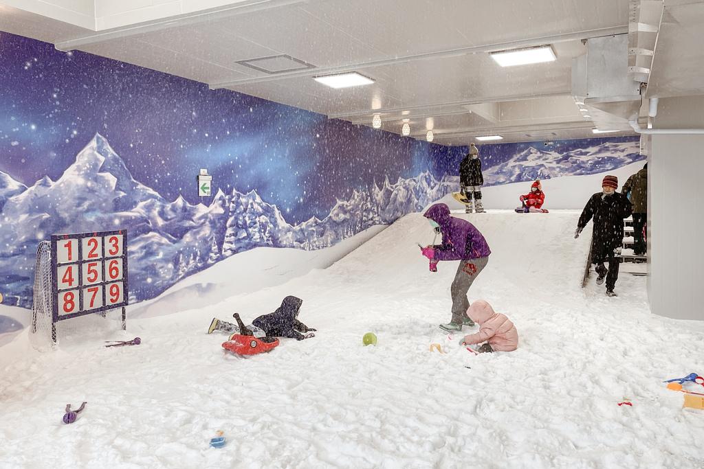 高雄飄雪樂園 不出國也能玩雪 體驗零下三度雪花從天而降 偽出國親子行程22.JPG