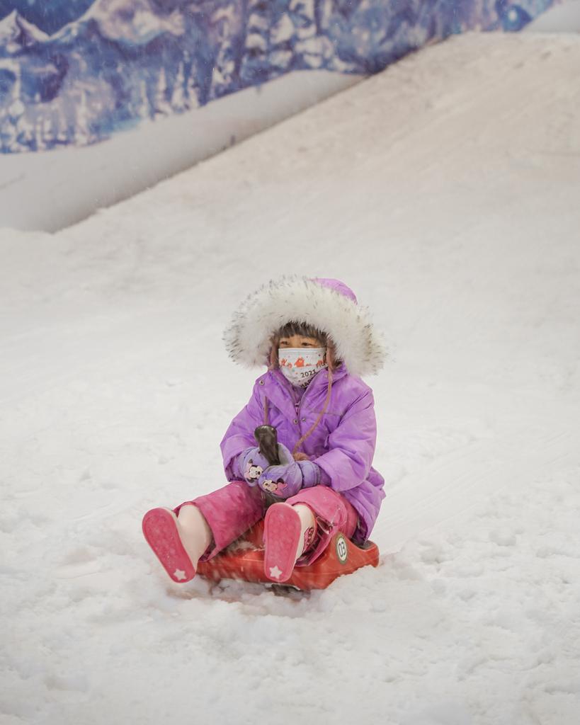 高雄飄雪樂園 不出國也能玩雪 體驗零下三度雪花從天而降 偽出國親子行程29.JPG