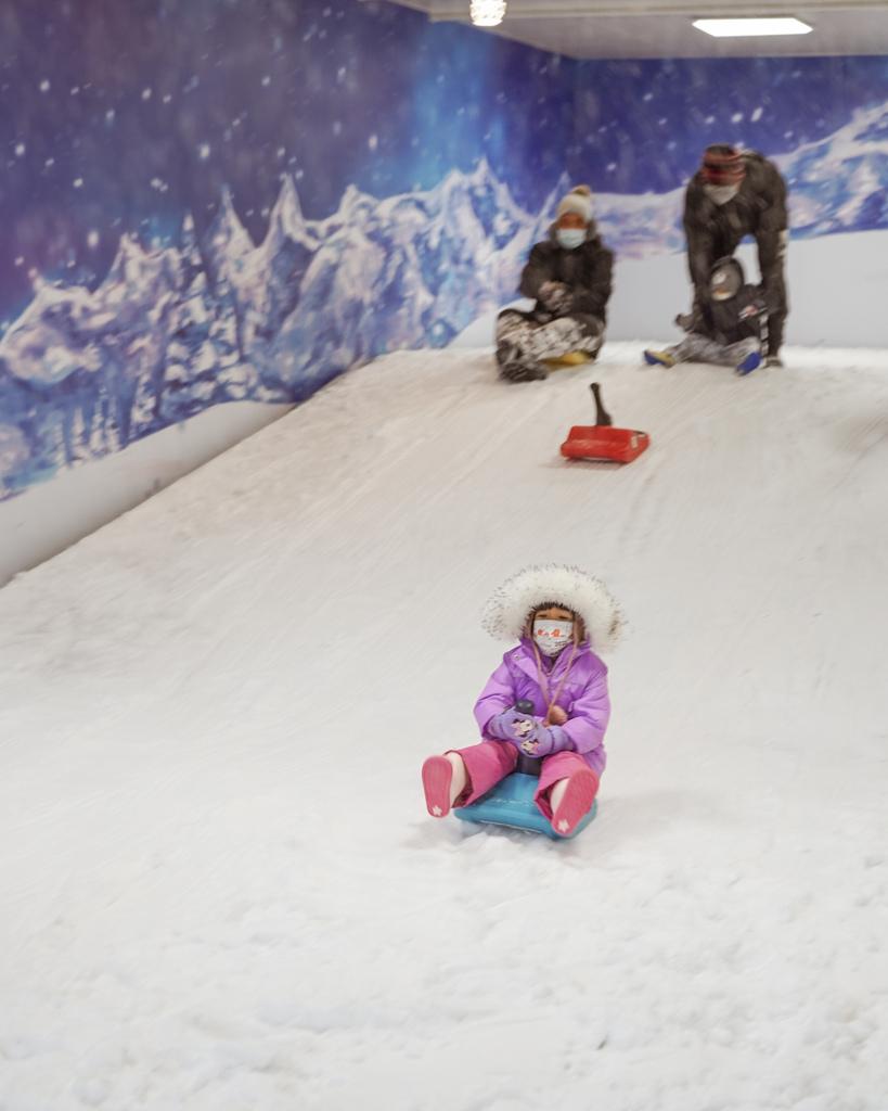 高雄飄雪樂園 不出國也能玩雪 體驗零下三度雪花從天而降 偽出國親子行程28.JPG