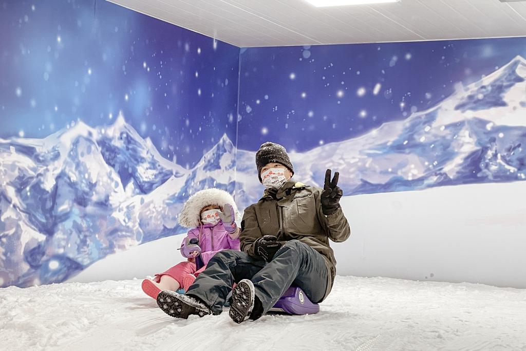 高雄飄雪樂園 不出國也能玩雪 體驗零下三度雪花從天而降 偽出國親子行程27.JPG