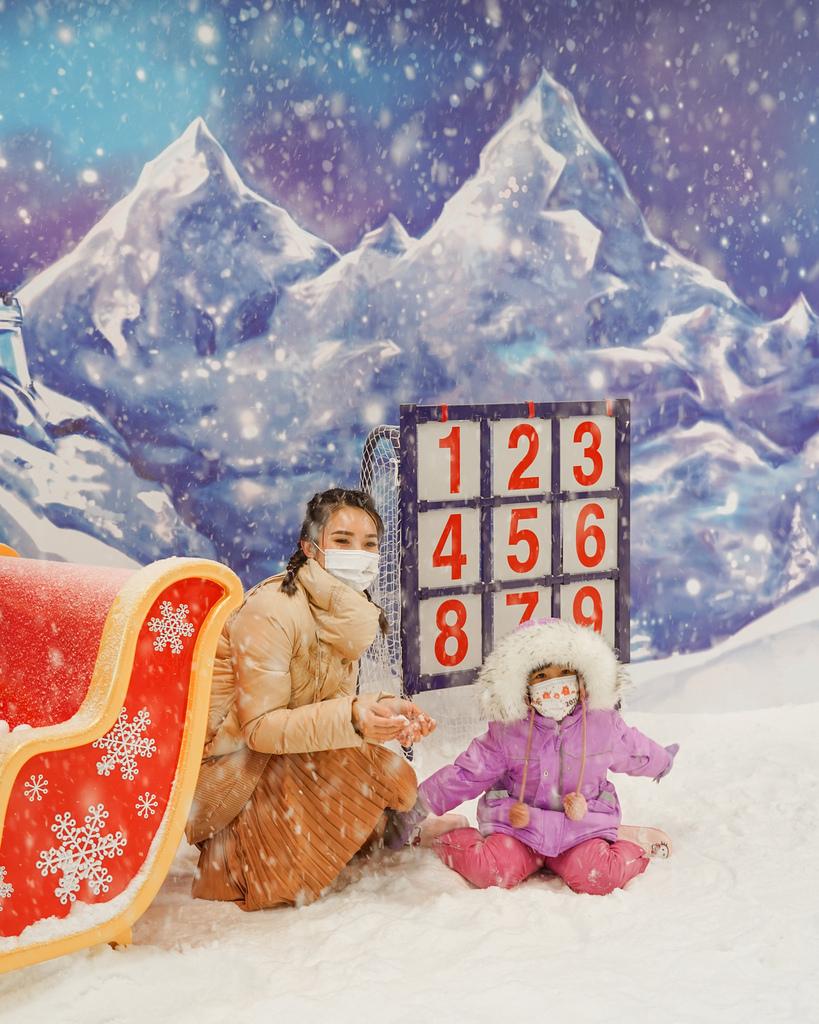 高雄飄雪樂園 不出國也能玩雪 體驗零下三度雪花從天而降 偽出國親子行程32.JPG