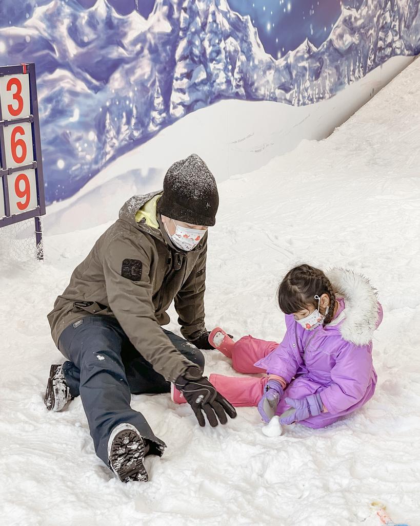 高雄飄雪樂園 不出國也能玩雪 體驗零下三度雪花從天而降 偽出國親子行程34.JPG