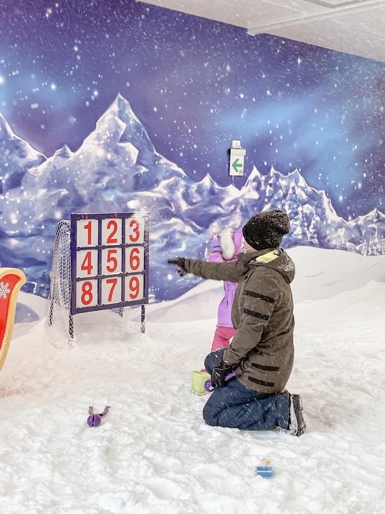 高雄飄雪樂園 不出國也能玩雪 體驗零下三度雪花從天而降 偽出國親子行程35.JPG
