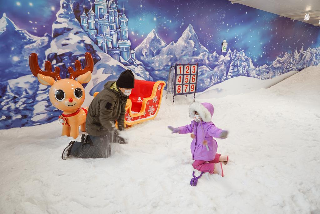 高雄飄雪樂園 不出國也能玩雪 體驗零下三度雪花從天而降 偽出國親子行程36.JPG