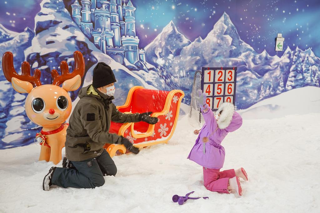 高雄飄雪樂園 不出國也能玩雪 體驗零下三度雪花從天而降 偽出國親子行程37.JPG