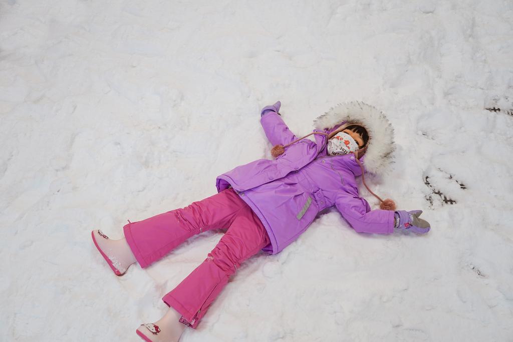 高雄飄雪樂園 不出國也能玩雪 體驗零下三度雪花從天而降 偽出國親子行程38.JPG