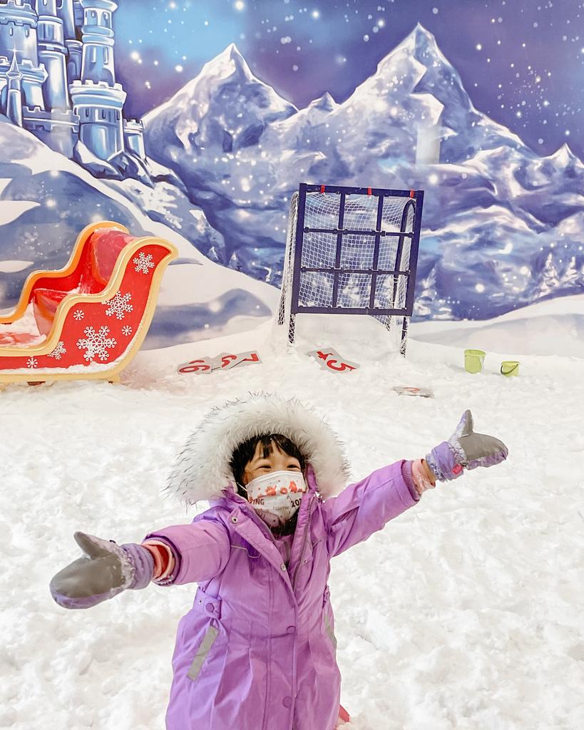 高雄飄雪樂園 不出國也能玩雪 體驗零下三度雪花從天而降 偽出國親子行程40.JPG