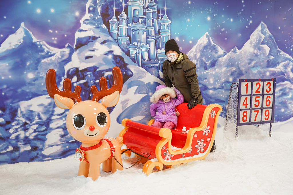 高雄飄雪樂園 不出國也能玩雪 體驗零下三度雪花從天而降 偽出國親子行程39.JPG