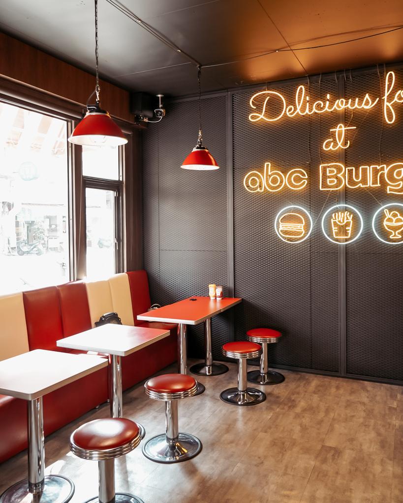 台南中西區美食 ABC BURGER 美式復古漢堡店 手拍漢堡肉 雙層花生醬牛肉堡必吃4.JPG