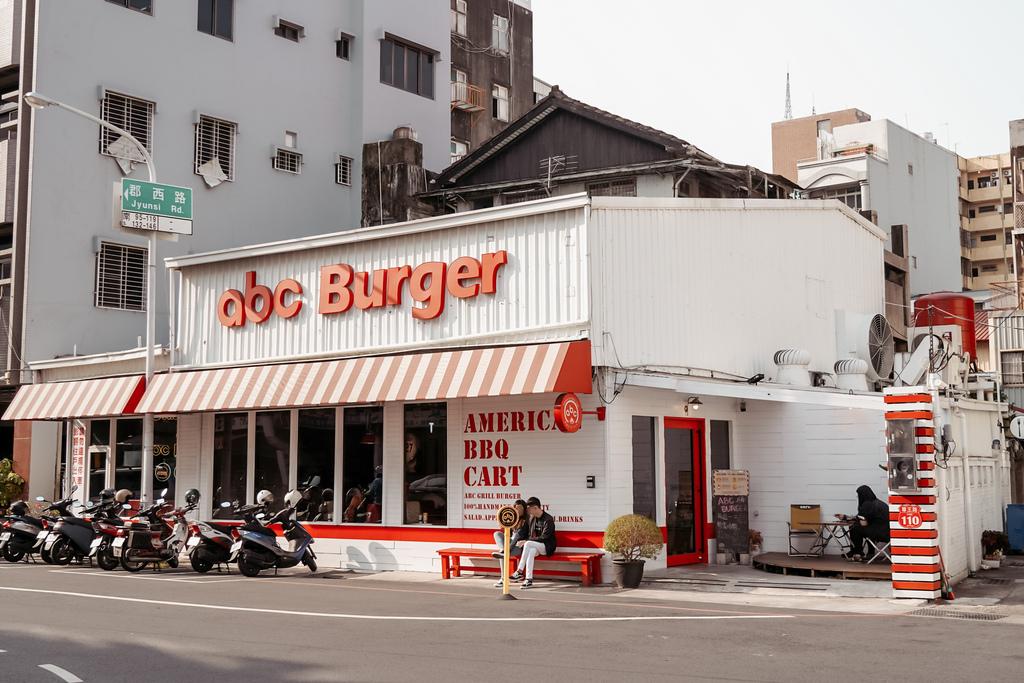 台南中西區美食 ABC BURGER 美式復古漢堡店 手拍漢堡肉 雙層花生醬牛肉堡必吃1.JPG