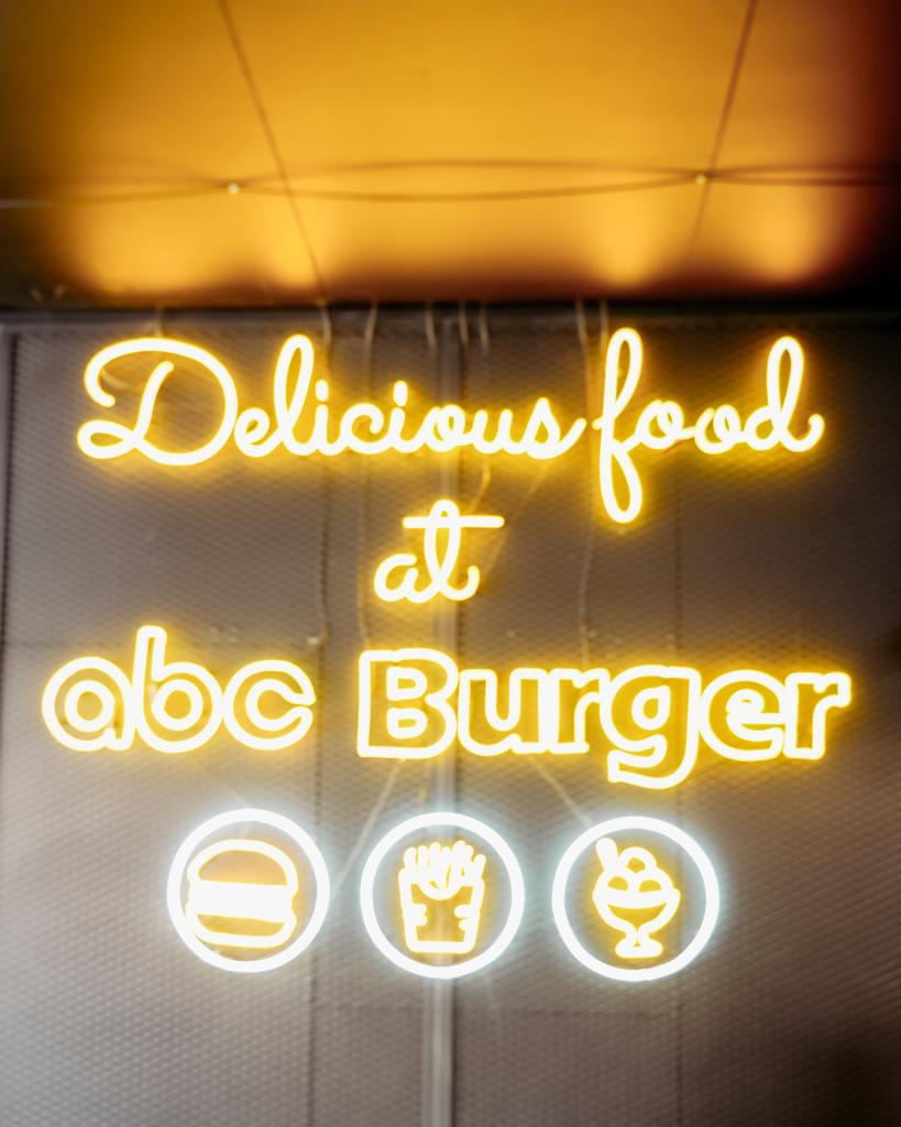 台南中西區美食 ABC BURGER 美式復古漢堡店 手拍漢堡肉 雙層花生醬牛肉堡必吃6.JPG