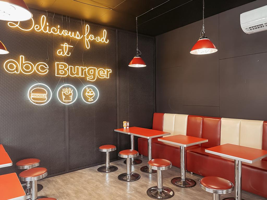 台南中西區美食 ABC BURGER 美式復古漢堡店 手拍漢堡肉 雙層花生醬牛肉堡必吃5.JPG