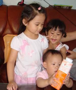 閔閔與姐姐2.JPG