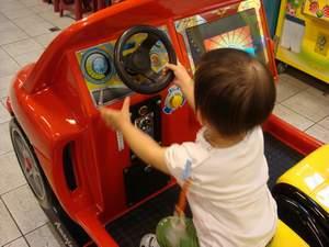 閔閔開車車.JPG