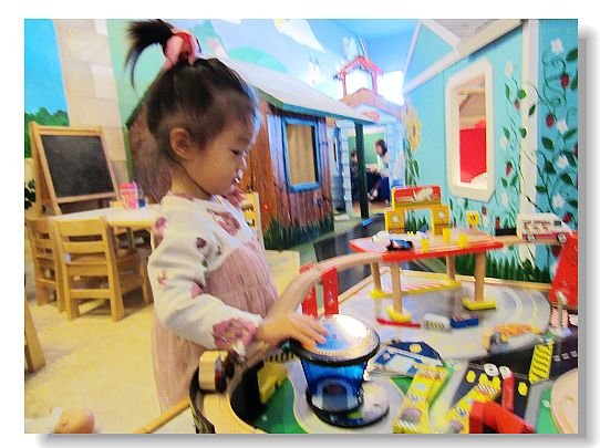 10213Anya2BirthdayToyTown 001001