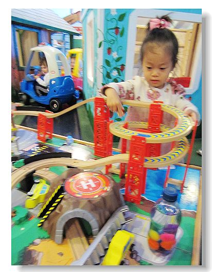 10213Anya2BirthdayToyTown 00500