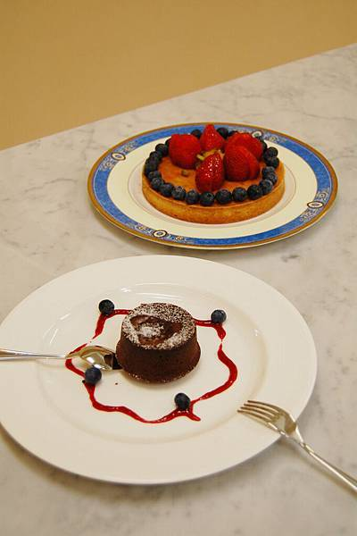 Tanya做的草莓塔與溶岩巧克力布朗尼