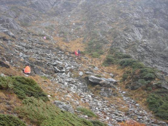 碎石陡坡.jpg