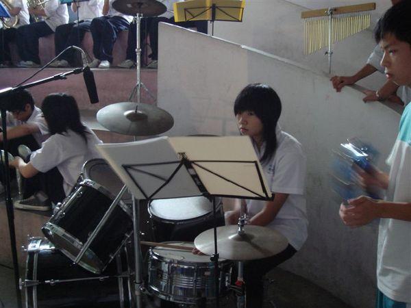 周 爵士鼓