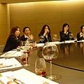 本桌的女性除了王小姐外,幾乎都不會下廚(還好我們有王小姐~)