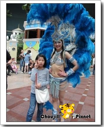 小敏與她認為最美的舞者合影