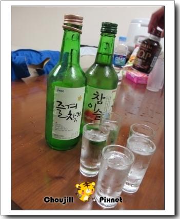 韓國的清酒喝起來挺順口的,就像是有甜味的酒精,哈
