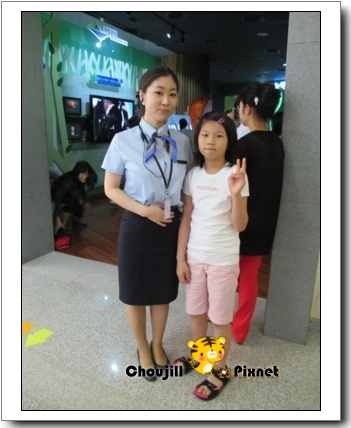 小敏與南韓女警合影-1