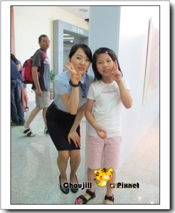 小敏與南韓女警合影-2
